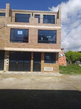 Se vende casa en Ubate cundinamarca con 3 apartamentos independientes.