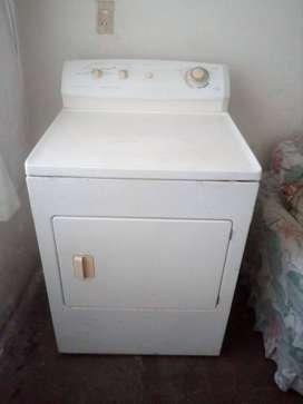 Secadora de ropa en prefecto estado marca Frigidare americana