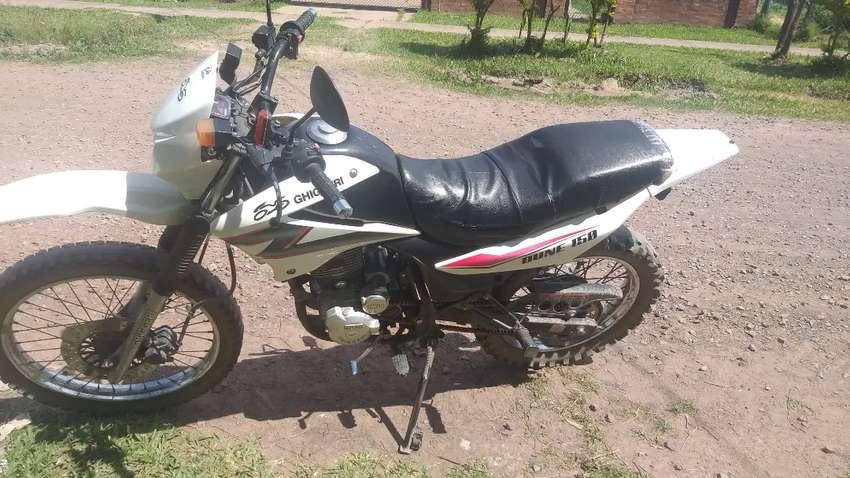 Moto 150 cc blanca