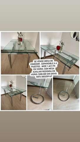 Mesa de comedor 4 puestos , expandible a 6 puestos , en vidrio, 1,40 x 90, viene con mesa auxiliar en vidrio