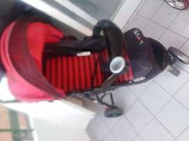 cochecito rojo y negro