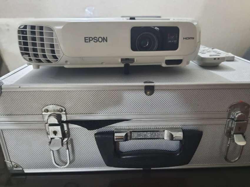 VIDEO BEAM EPSON X24+ NUEVO CON CONTROL Y USB BLUETOOTH