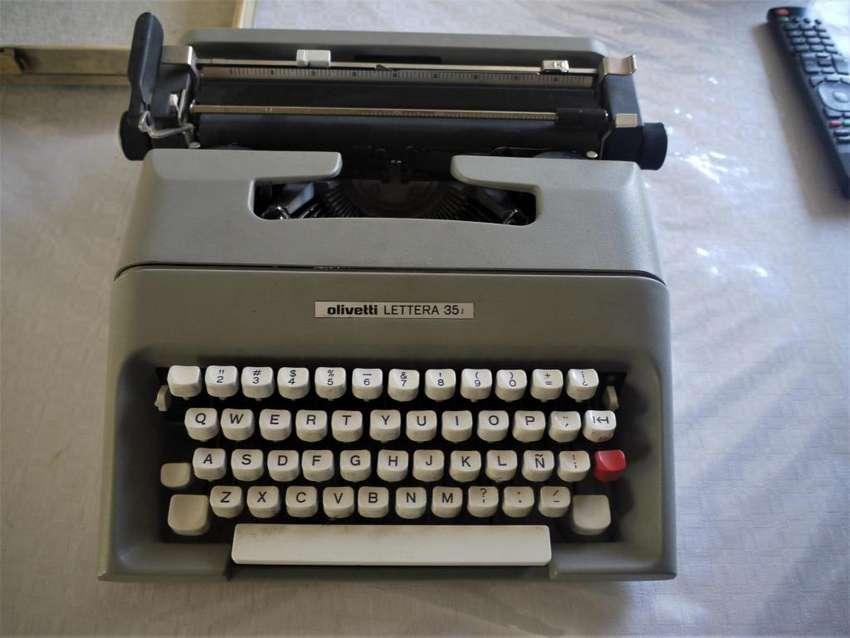 Maquina de Escribir Olivetti Lettera 35 0