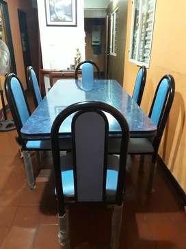 Mesa con 6 sillas excelente estado