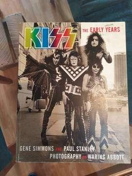 KISS, libro de la banda(inglés) en fotografías oficiales y comentarios de la banda