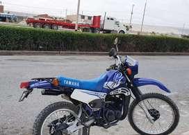 Se vende por motivo  de viaje hermosa yamaha DT 125 del año 2000