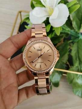 Reloj Q&Q original para dama dorado rosa