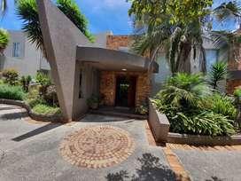Vendo Casa Cumbayá en Lumbisí, 4 dormitorios, amplio jardín, 352 M2, $350.000
