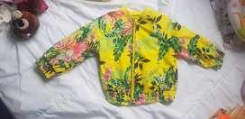 Vendo chaqueta floral casi nueva