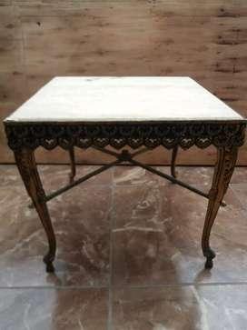 Antigua mesa de marmol y bronce