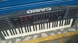 Vendo hermoso piano marca Casio ( le falta el cargador )