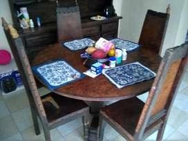Bifet y juego de comedor antigüo (sillas en reguilar estado)