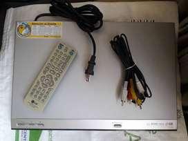 Reproductor DVD marca LG Modelo DV130, con cables y control remoto, en buen estado.
