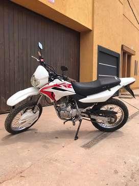 Vendo Honda Xr 125cc en buen estado, precio charlable