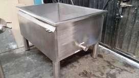 Mesas, moldes, marmitas y tanques de almacenamiento y todo lo necesario para la industria láctea en calidad 304 y 316