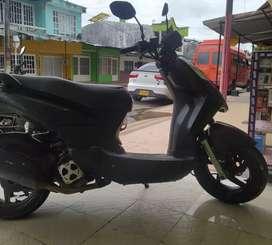 Se vende moto AKT Dinamic 125 modelo 2015