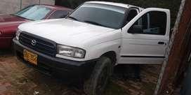 Camioneta Mazda b2600 modelo 2003 4x4