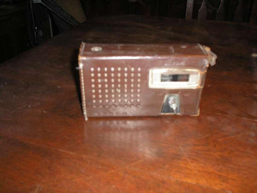 radio portatil marca SANYO japonesa original y con funda de cuero 0
