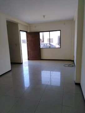 Vendo casa de dos plantas 3 dormitorios uno master  tiene 2 baños sala comedor patio precio 80.000 negociable