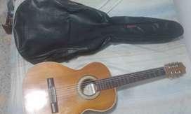 vendo guitarra acustica  marca la gran española