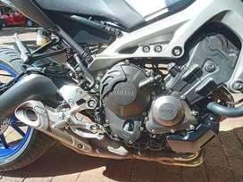 Yamaha MT 09 cómo Nueva con sus llave roja y negra