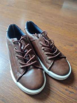 Vendo zapatos cafés marca náutica talla 34