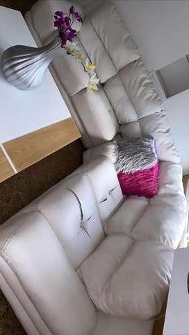 Muebles para Sala  tipo L de color Blanco!