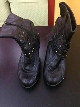 botas color negro con tachas talle 38 39