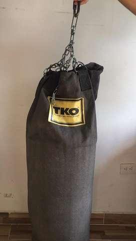 Tula o saco de boxeo.