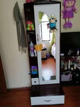 Peinadora con espejo