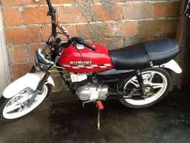 Vendo moto zuzuki al dia con papeles $75 dolares  negociable