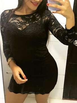 Vestido corto negro de encaje