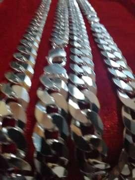 Cadenas grandes y pulseras de plata