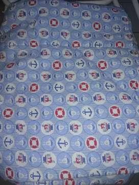 Vendo juego de sábanas con acolchado para cuna común