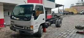 Camión npr  flamante