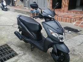 Vendo motocicleta  con 6 meses de uso