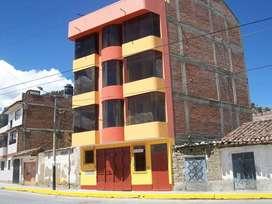 SE VENDE LOCAL COMERCIAL (1er piso del edificio), CON UN ÁREA OCUPADA DE 72 m2 (INCLUYE 2 SS.HH).
