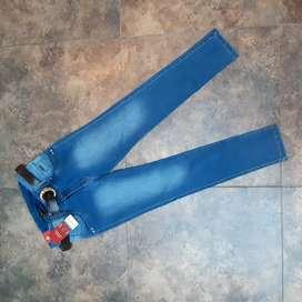 Vendo jeans celeste nuevo talla 16