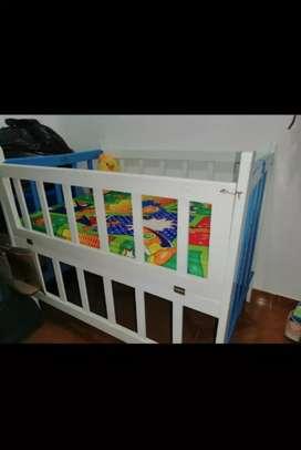Se vende cuna para baby con sus toldillo