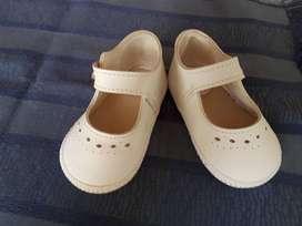 Sandalias blancas de cuero