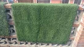 Vendo tapetes de grama sintética en varios tamaños