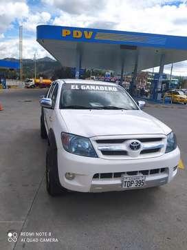 Vendo o cambio Toyota Hilux  doble cabina 4*2 a gasolina  año 2008