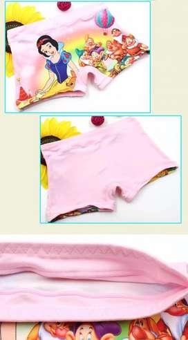 Calzón de niña con diseño de Blanca Nieves y otros personajes disney . LIMA PERU
