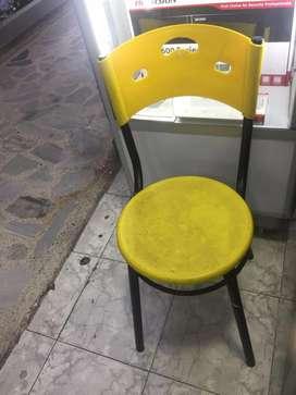 Silla De Plastico Color Amarillo Poco Uso