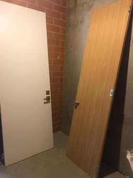 2 puertas con chapas,