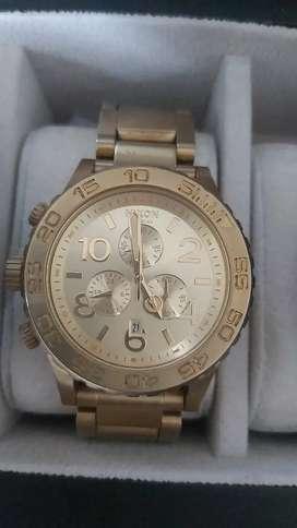Vendo reloj nixon original cronografos sumergible 100 metros