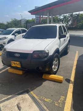 Vendo camioneta Ford escape