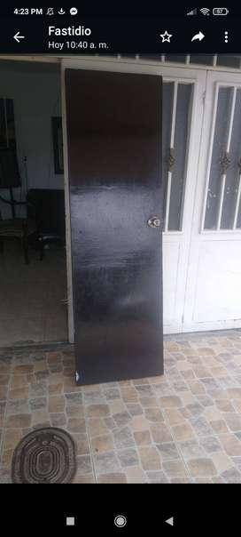 Se vende puerta en madera $ 100