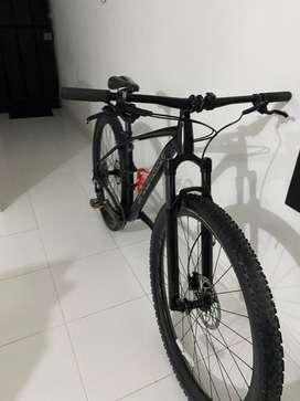 Se vende hermosa bicicleta de monhaña specialized