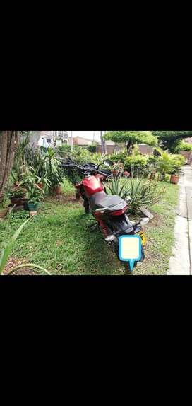 Vendo moto honda unico dueño papeles al dia hasta abril del otro año